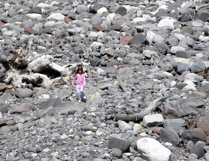 https://wizjalokalna.files.wordpress.com/2010/10/dziewczynka-i-kamienie-mt-rainier.jpg?w=780