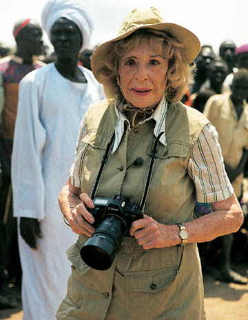 https://wizjalokalna.files.wordpress.com/2010/10/riefenstahl-in-africa.jpg