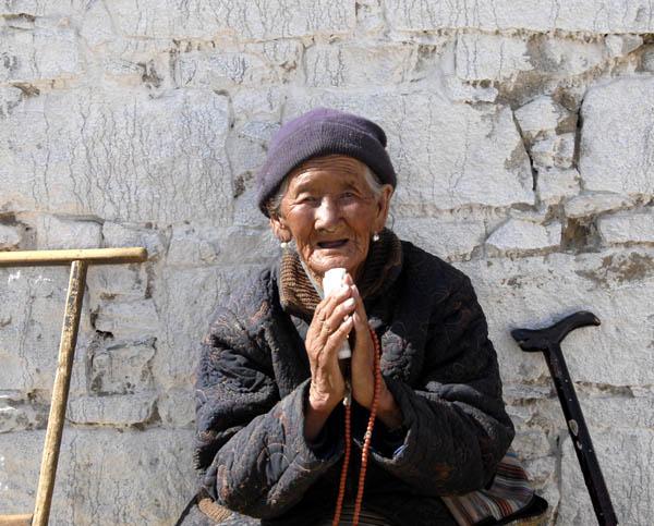 https://wizjalokalna.files.wordpress.com/2011/06/kobieta-z-samye-tybet.jpg