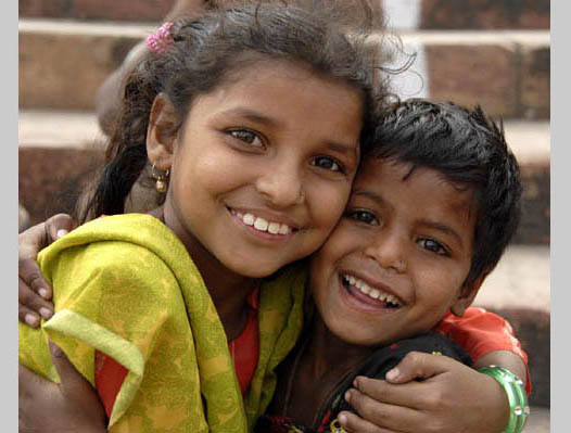 https://wizjalokalna.files.wordpress.com/2011/06/smiling-kids-from-delhi.jpg?w=780