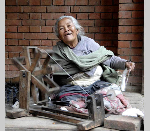 https://wizjalokalna.files.wordpress.com/2011/06/woman-from-kathmandu.jpg?w=780