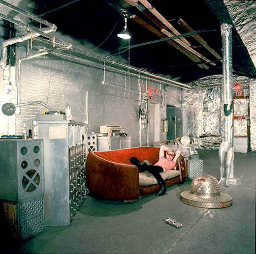 https://wizjalokalna.files.wordpress.com/2011/08/andy-warhol-factory.jpg?w=780