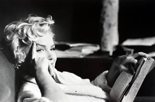 https://wizjalokalna.files.wordpress.com/2011/12/marilyn-monroe-czyta-ksic485c5bckc499.jpg?w=780