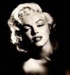 Marilyn Monroe bogini seksu erotyzm kapiący z jejciała