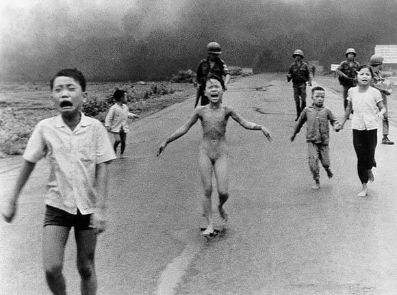 https://wizjalokalna.files.wordpress.com/2012/02/wietnamska-dziewczynka-napalm-wojna.jpg
