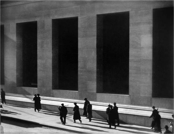 https://wizjalokalna.files.wordpress.com/2013/02/wall-street-1915-paul-strand.jpg?w=780