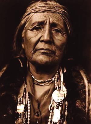 Indianka z plemienia Hupa (fot. E.S. Curtis)
