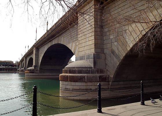 https://wizjalokalna.files.wordpress.com/2013/03/london-bridge_lake-havasu.jpg