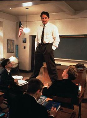 """Robin Williams w """"Stowarzyszeniu umarłych poetów"""""""