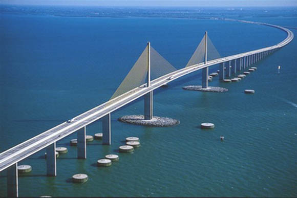 https://wizjalokalna.files.wordpress.com/2013/03/sunshine-skyway-bridge.jpg