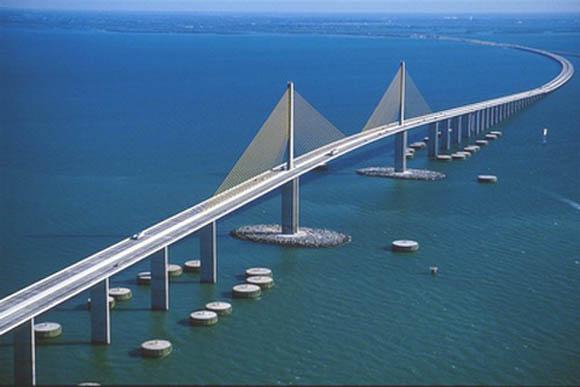 https://wizjalokalna.files.wordpress.com/2013/03/sunshine-skyway-bridge.jpg