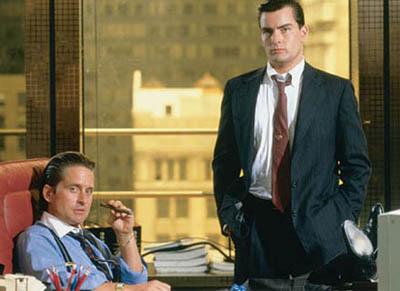 "Michael Douglas i Charlie Sheen w ""Wall Street"""