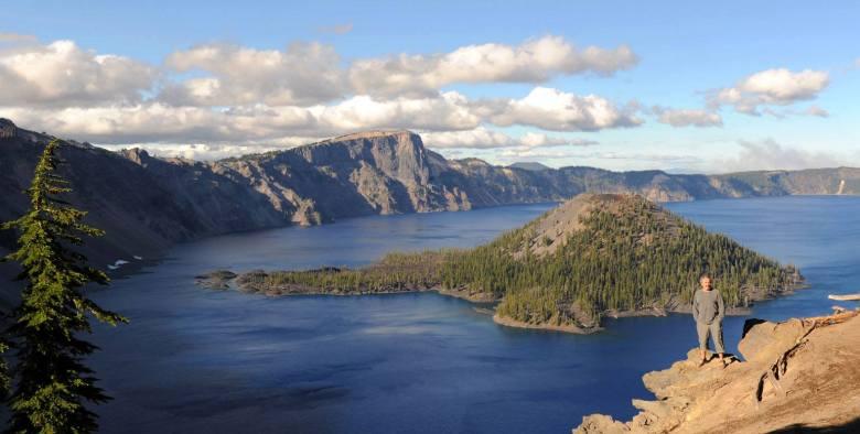 Osobliwość, niezwykłość czy piękno - krajobraz bierze nas we władani (nad Jeziorem Kraterowym w Oregonie)