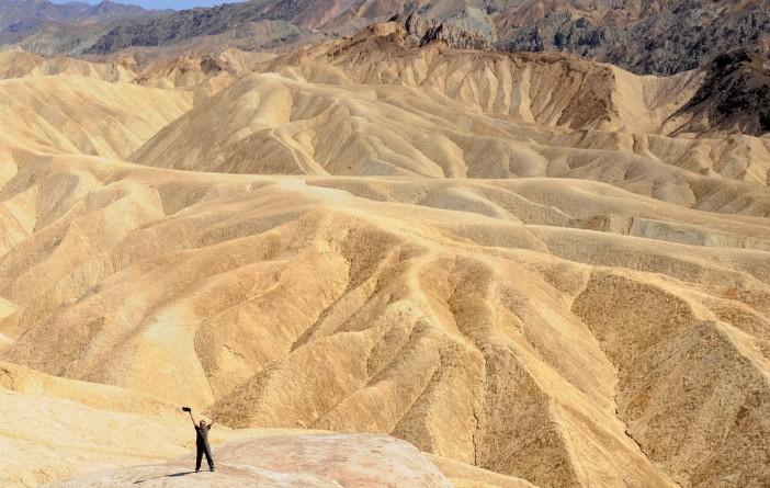Spotkanie z pustynią jako doświadczenie euforyczne - Zabriskie Point w Dolinie Śmierci