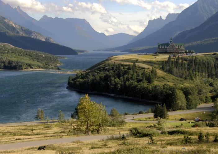 Hotel Prince of Wales w Waterton (Alberta, Kanada). (Czarny misio w lewym dolnym rogu.)