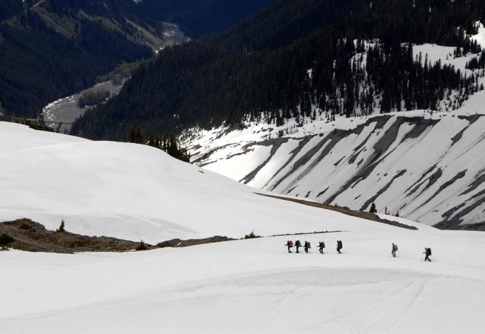 Zejście ze szzczytu wulkanu - My. Rainier jeszcze w czerwcu przykryty jest grubą warstwą śniegu