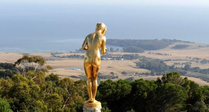 Złoty posąg z Hearst Castle - z widokiem na kalifornijskie wybrzeże i Pacyfik