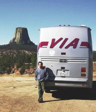 Odpoczynek na trasie - pod Diabelską Wieżą w Wyoming i polskim orłem na autokarze