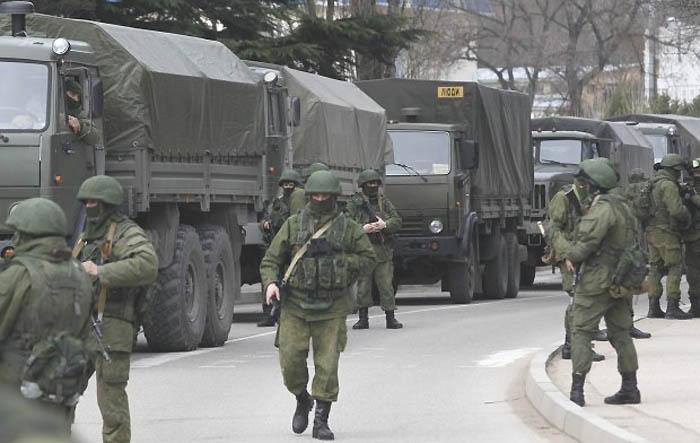 Wojska rosyjskie na Krymie (fot. Baz Ratner/Reuters)