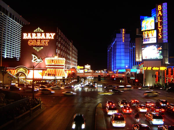 https://wizjalokalna.files.wordpress.com/2014/07/vegas-strip-barbary-coast.jpg?w=780