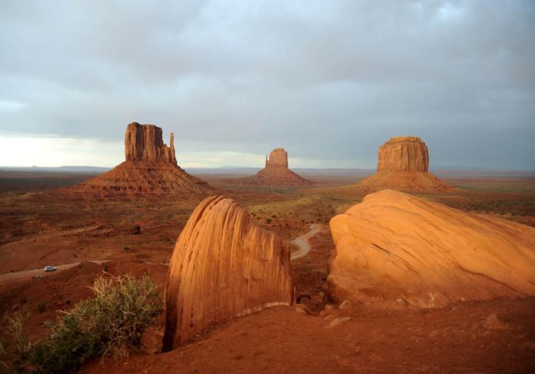 Bajeczne pejzaże Doliny Monumentów - rezerwat Indian Navaho w Arizonie