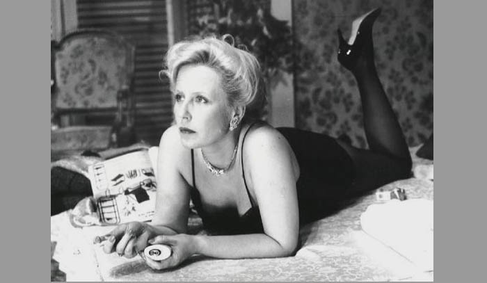 """Krystyna Janda: """"Jeżeli ktoś doznaje takiego daru łaski i się zakochuje, to nie pytajmy się, czy to jest moralne, czy to jest niemoralne... Ważne, że się zdarzyło."""" (Na zdjęciu: jako Margaret w sztuce Tennessee'go Williamsa """"Kotka na rozpalonym blaszanym dachu"""")"""