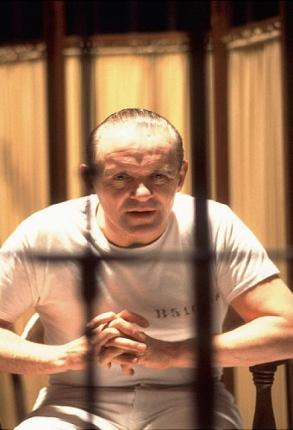 """Genialny psychiatra, rozmiłowany w Bachu i poezji - seryjny zabójca i kanibal   (Anthony Hopkins w roli dr. Lectera w filmie """"Milczenie owiec"""")"""