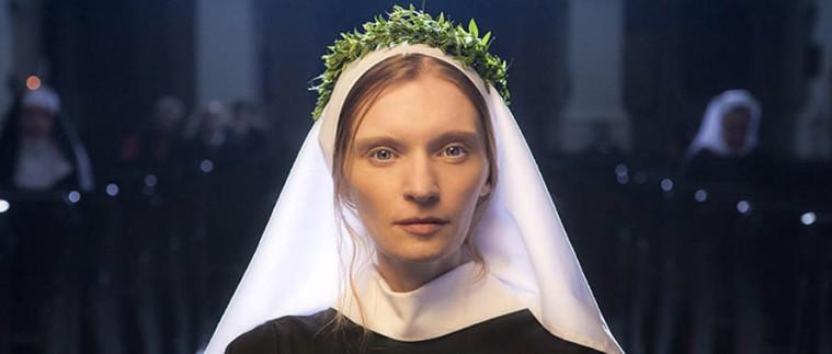 """Miłość (niebiańska?) Boga silniejsza od miłości (ziemskiej) do mężczyzny?   (Agata Buzek w """"Obcym ciele"""")"""