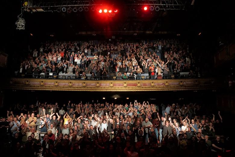 """I ja tam byłem, miód i wino piłem: publiczność w Vic Theatre na koncercie """"King Crimson"""" w Chicago, 25 września, 2014 roku (fot. Tony Levine)"""