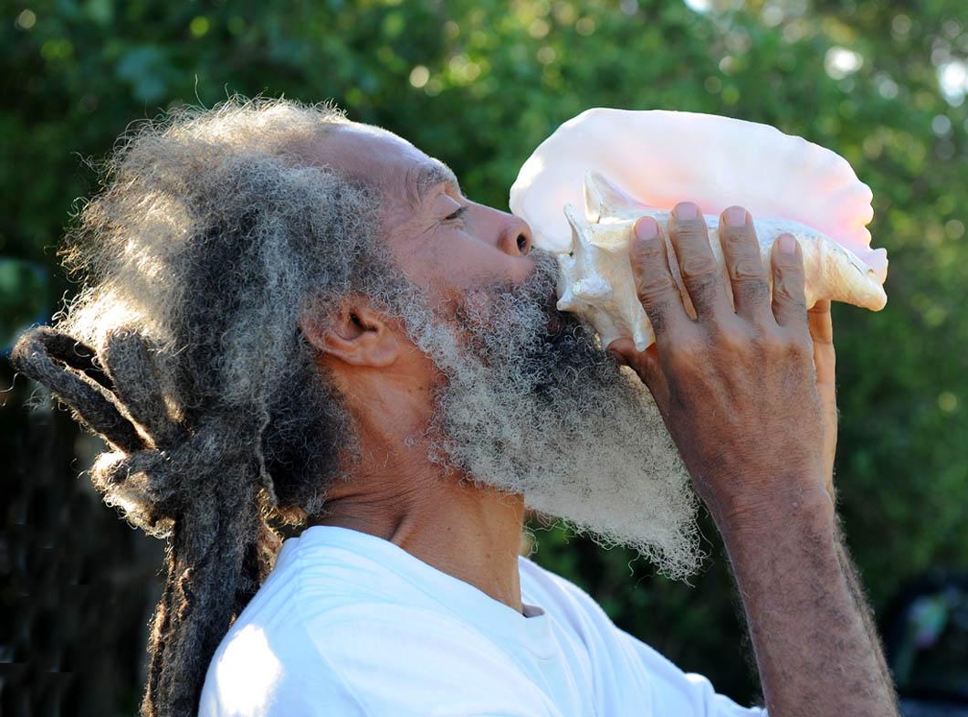Człowiek z muszlą - St. John (USA Virgin Islands)