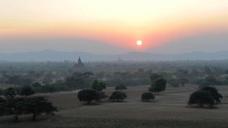 Zachód słońca nad Baganem