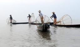 The fishermen of Inle Lake (Burma) (2)