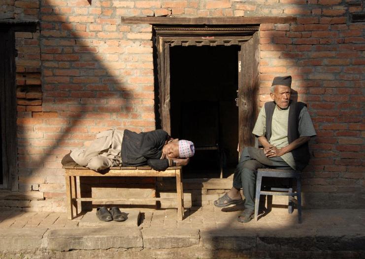 Nepalska sjesta - sen i czuwanie seniorów z Bhaktapur