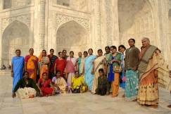 Induskie kobiety przed Taj Mahal (INDIE)