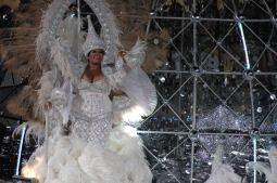 Karnawał w Rio - w pysznym stroju podczas parady na Sambodromo (BRAZYLIA)