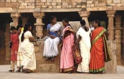 Koleżanki w pięknych sari - Delhi (IDNIE)