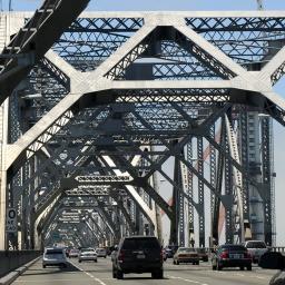 Wjeżdżając do miasta po Moście Zatokowym