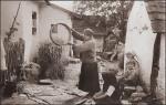 Wieś galicyjska – lata 20-te XX wieku  (fot. archiwum, autor nieznany)    /    Ludowa historia Polski – recenzja – Stanislaw Blaszczyna- wies –ilustracja