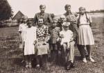 Rodzina robotniczo-chłopska na Podkarpaciu – początek lat 50-tych XX wieku (zdjęcie z rodzinnegoarchiwum)