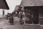 Wieś polska – początek XX wieku (zdjęcie archiwalne, autor nieznany)   /   Ludowa historia Polski – recenzjaksiążki